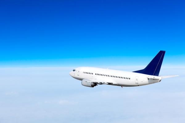 samolot na niebie samolot pasazerski