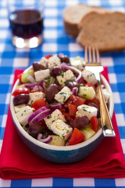 salatka grecka z serem feta pomidory