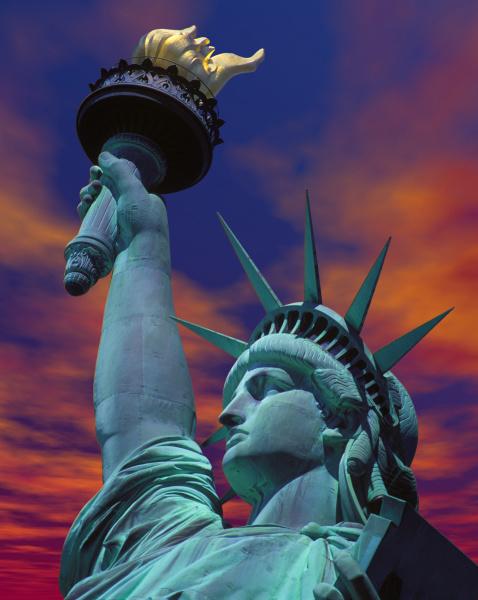 zachód, słońca, ze, statuą, wolności, nowy, jork, usa. - 27342924