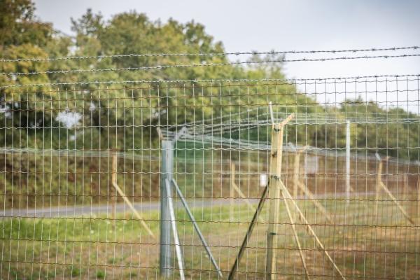 podwojna siatka z drutu kolczastego chroniaca