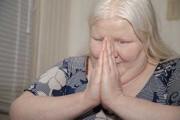szczęśliwa, modląca, się, kobieta - 30774119