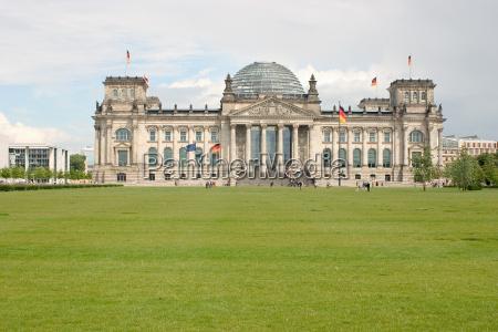 berlin reichstag parlament bundestag parlament flagi