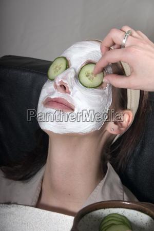 stosowanie maski na twarz