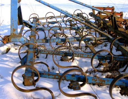 gospodarstwo rolnictwo rusty brona ciagnik przygotowanie