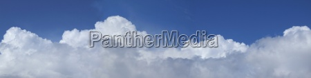 szeroki daleki o warstwa chmur zaokraglona