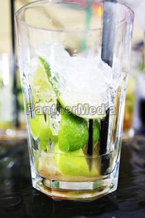 zielony niedzwiedz cukier prywatka uroczystosci limonka
