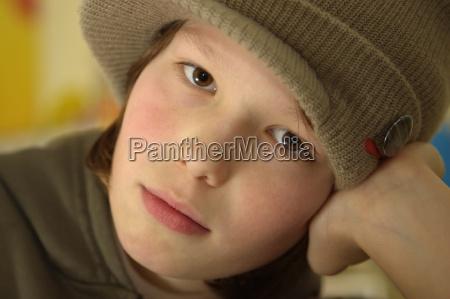 teen portret potrait czlowiek czapka nastolatek