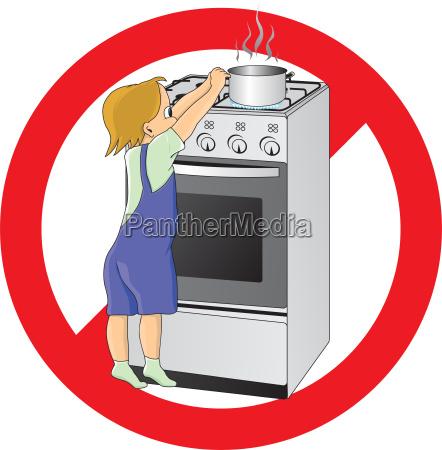 dziecko w niebezpieczenstwie w kuchni