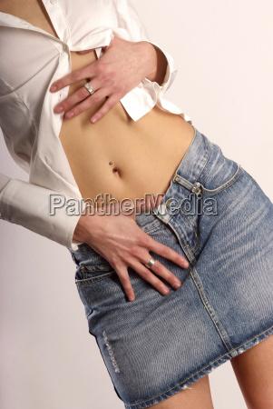 brzuch piercing