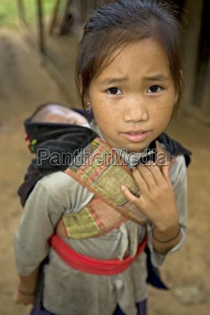 hmong dziewczyna z bratem laos