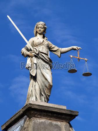 statula miecz bron waga grzech sprawiedliwosc