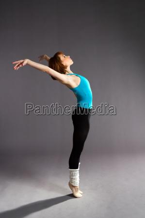 tancerz baletowy praktykujacy