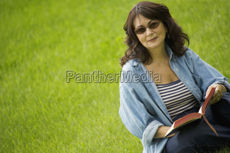 lady reading in the park