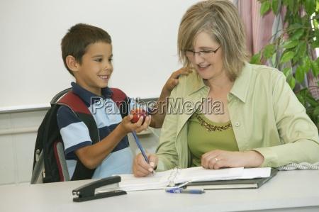 nauczyciel i jej studentow
