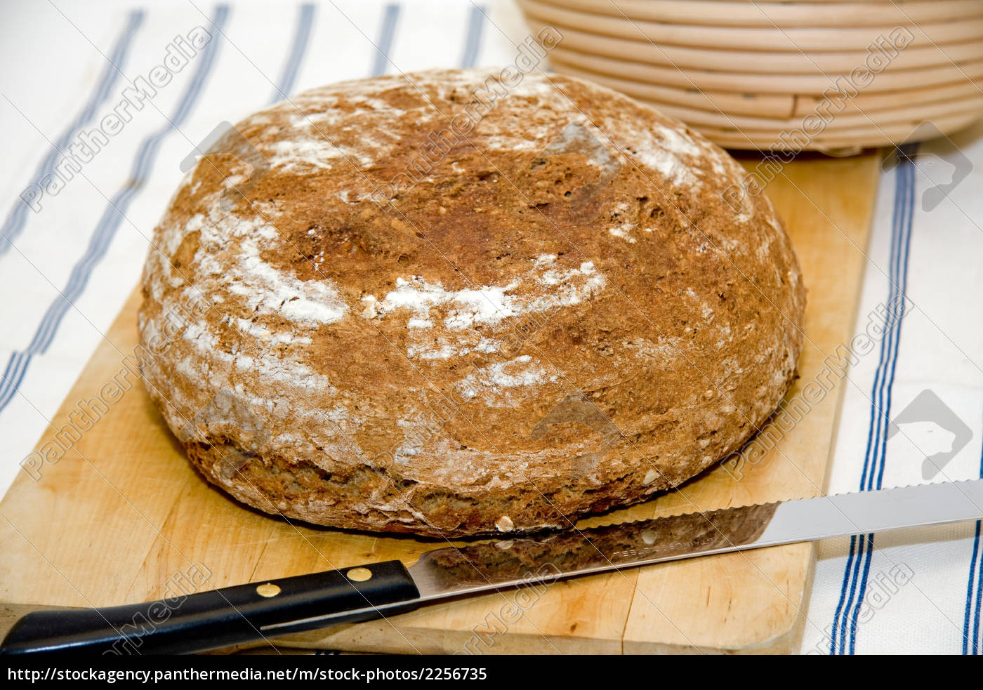 bochenek, chleba, na, vesperboard, z, nożem - 2256735