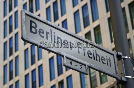znak drogowy berlin przy potsdamer platz