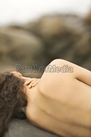 nagie kobiety na skale