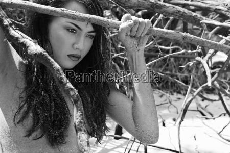Ladna kobieta na plazy