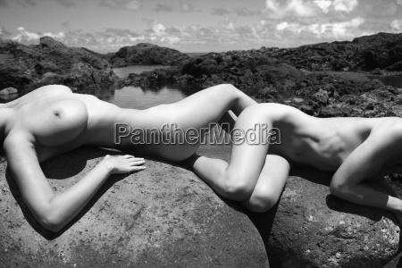 nude women on rocks