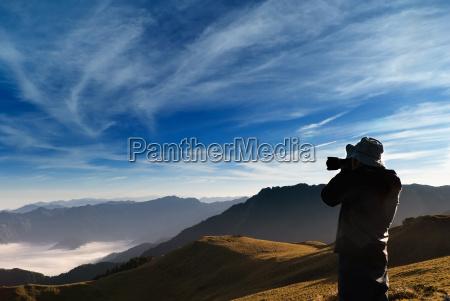 kamerzysta stanal i wystrzelil pokojowe chmury