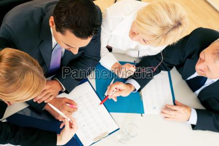 praca zespolowa umowy i dokumenty