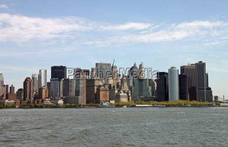 view from the hudson to manhattan
