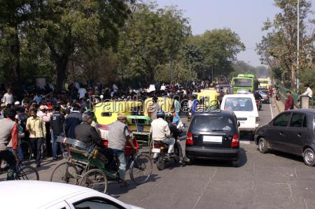 dobowy ruch na ulicach delhi indie