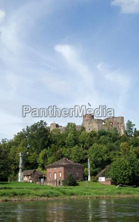 ruiny zamku polle uplands weser