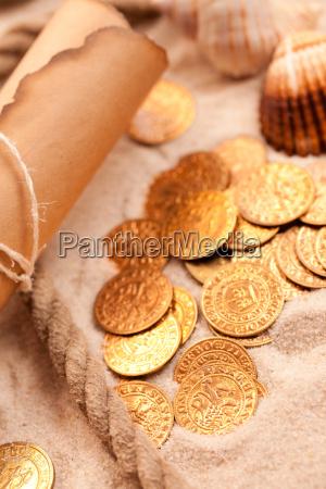 mapa skarbow i zlote monety