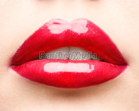 zblizenie czerwone usta