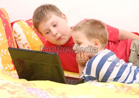 rodzenstwo na komputerze