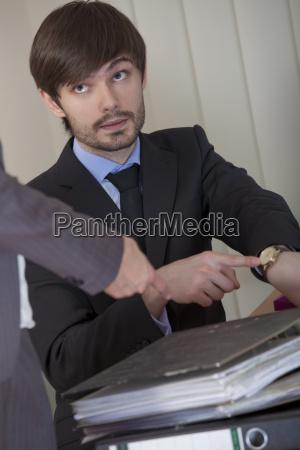 biurko frust frustracja zmeczony zmeczona zajety
