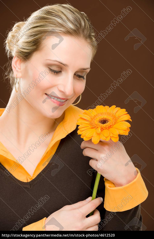 kwiat, romantyczna, kobieta, trzymać, gerbera, daisy - 4612520