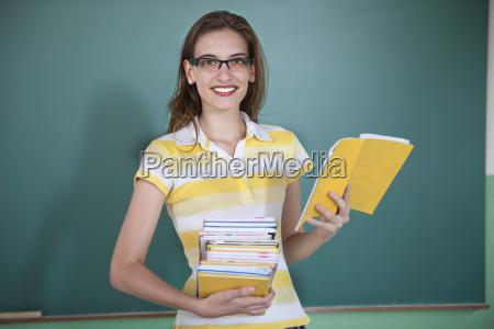 nauczyciel przed tablica