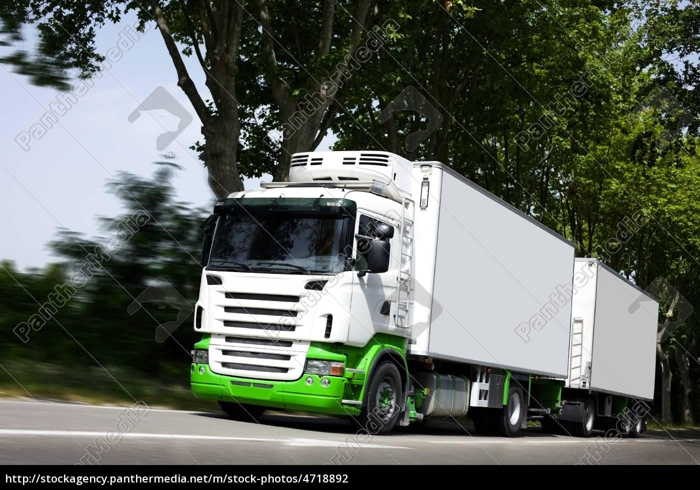 przyspieszyć, żółty, semi-truck, na, autostradzie - 4718892