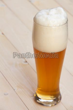 biale piwo w szkle