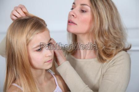matka leczenia corki wlosy przed wszami