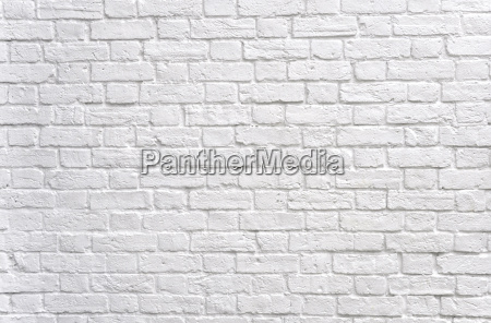 bialy mur z cegly