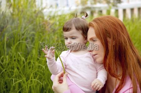 piekna matka i dziecko mala dziewczynka