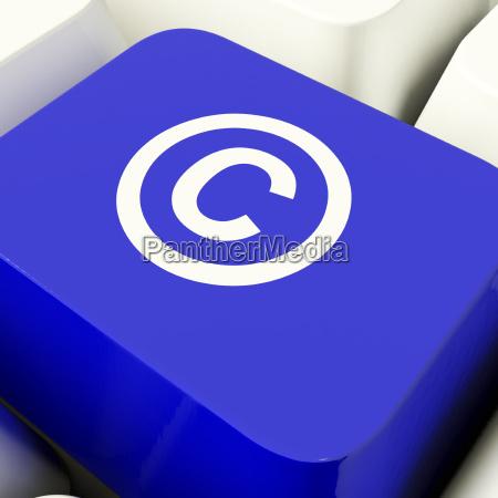 klucz komputera prawdziwego niebieskiego pokazuje patent