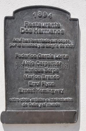 commemorative plaque dos hermanos in havana