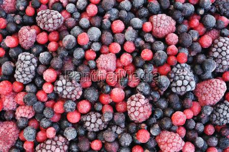 zblizenie mrozonych owocow jagody czerwona porzeczka