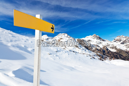 mountain guidepost