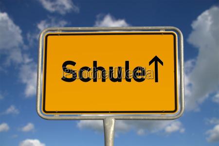 niemiecka lokalna szkola tarcza