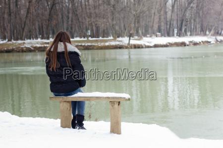 samotna mloda kobieta