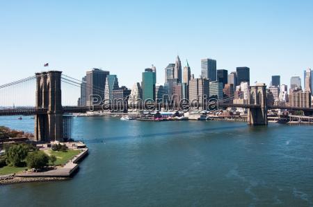 brooklyn bridge i dolnym manhattanie nowy