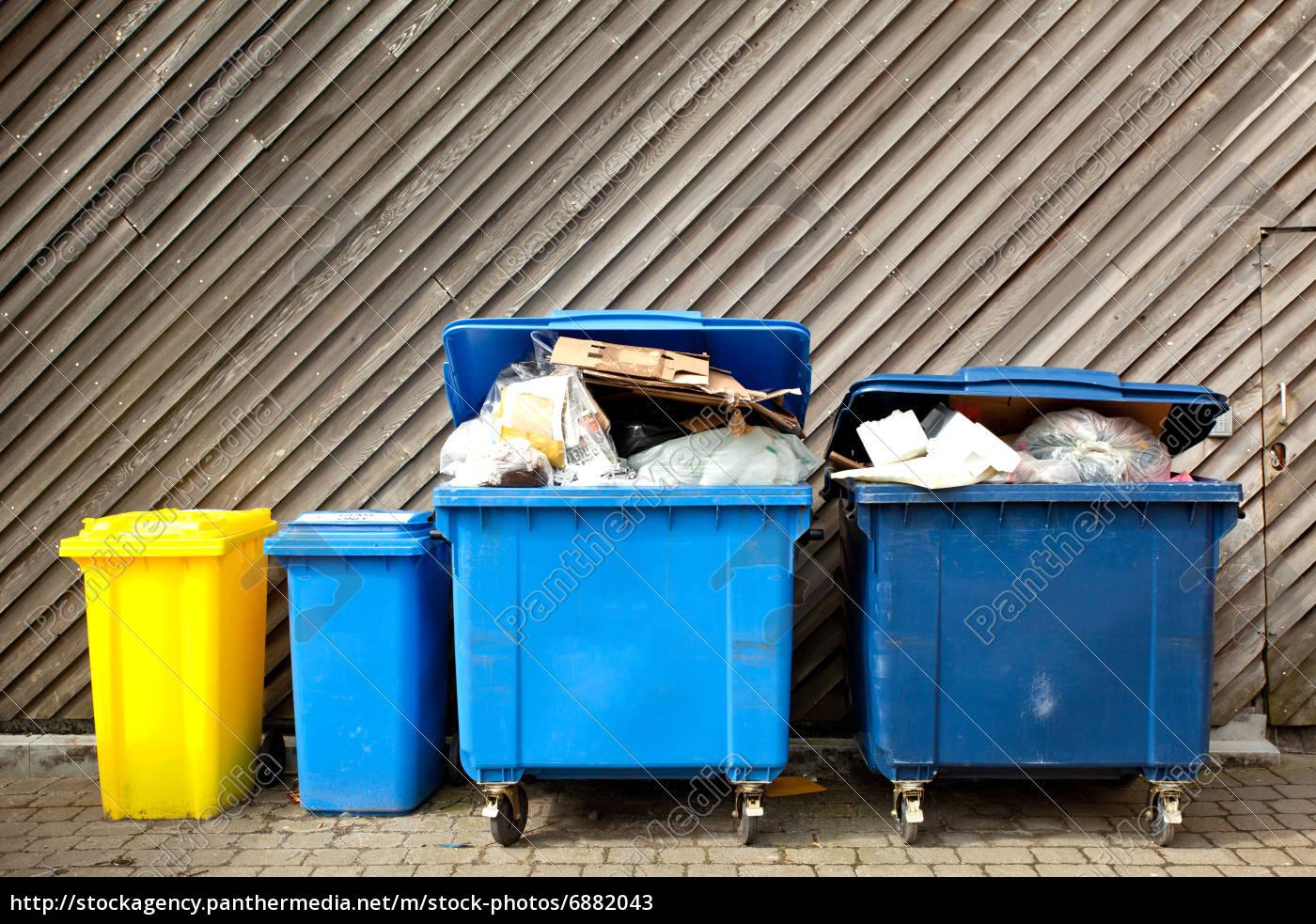 duże, pojemniki, na, śmieci - 6882043