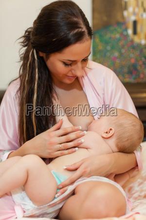 mloda mama i dziecko