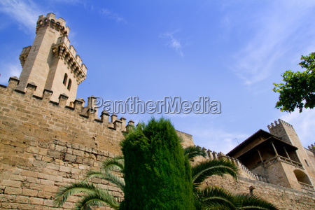 almudaina palace in palma de mallorca