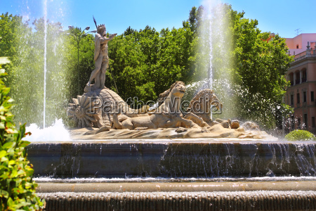 madrid neptuno fountain in paseo de